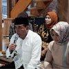 Gubernur Sumatera Utara Edy Rahmayadi saat melakukan buka puasa ke lima Ramadan bersama tetangga dan anak yatim di kediaman pribadinya Rumah Panggung Kayu di Jalan Delitua Pamah, Gang Bunga, Deliserdang