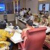 Gubsu Tengku Erry Nuradi saat Memberikan Pengarahan dan testimoni dalam Ruang Rapat Tengku Erry Nuradi