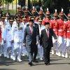 Presiden RI Ir. Joko Widodo dan Wapres RI Jusuf Kalla bersama Sembilan Pasangan Gubernur dan Wakil Gubernur Terpilih berjalan menuju Istana Negara