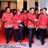 Penjabat Gubernur Sumatera Utara (Pj Gubsu) Drs Eko Subowo MBA didampingi Ketua TP PKK Ny Iit Kartika Eko Subowo usai acara pemberian penghargaan mengucapkan selamat kepada daerah kab/kota yang telah menerima berbagai penghargaan di acara Harganas